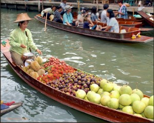 floating vendor in Thailand