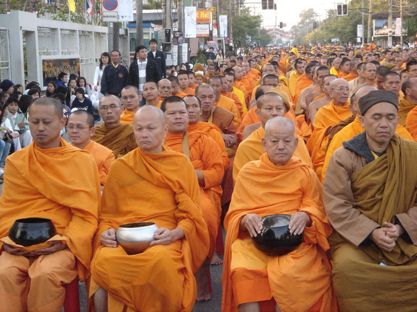 10000 monks assemble in Chiang Mai Thailand