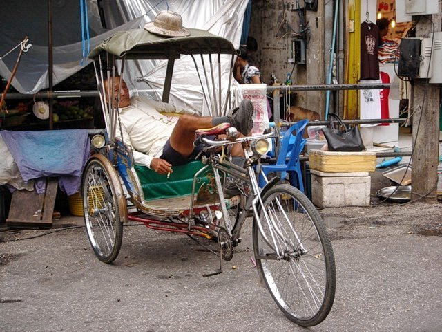 driver sleeping in rickshaw
