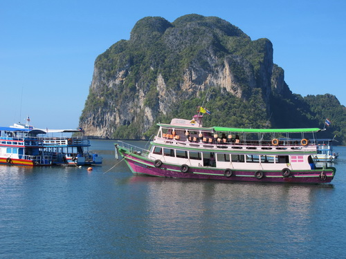 Tour boat near Trang island