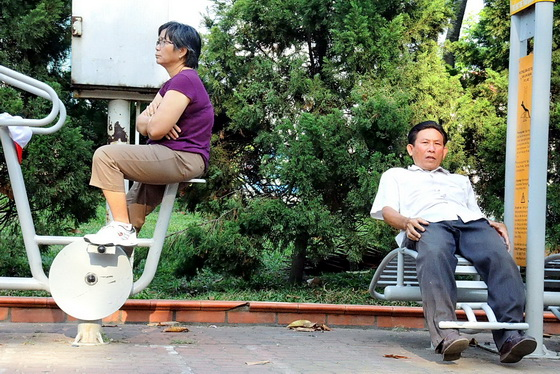 Exercise machines in Saigon park