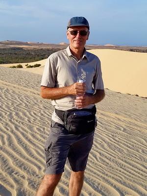 Shama in Vietnam sand dunes3